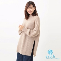 【earth music&ecology】鈴木京香著用款-溫暖小高領側開衩長版針織上衣(18174GE0004)
